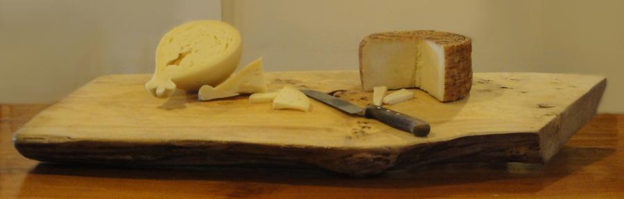 Agriturismo la Candina del Nonno | Il Tagliere con i formaggi: Caciocavallo Podolico e Pecorino Laticauda